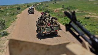 دورية لجنود صوماليين في قافلة قرب قاعدة سانغوني العسكرية، على بعد ما يقارب 450 كلم جنوب مقديشو.