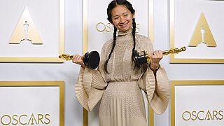 Chloé Zhao ganhou as estatuetas de melhor filme e melhor realizadora