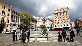 تأمل إيطاليا بعودة الحياة إلى طبيعتها إلى حد ما بعد أشهر من التناوب بين الإغلاق الصارم وإعادة الفتح المحدودة