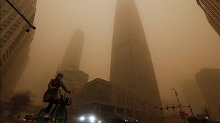 Köd helyett, homokba vesznek az épületek