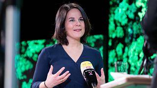 A német Zöldek kancellárjelöltje sajtótájékoztatót tart Berlinben 2021. április 19-én.