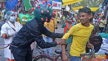 Activist in coronavirus mask urges Indians to protect themselves