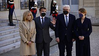 Brigitte und Emmanuel Macron, Frank-Walter Steinmeier und Elke Büttenbender in Paris