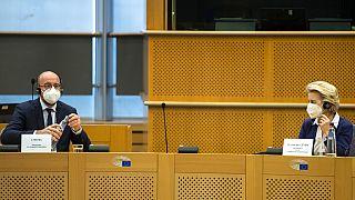 Avrupa Konseyi Başkanı Charles Michel (solda) Avrupa Komisyonu Başkanı Ursula Von der Leyen (sağda)