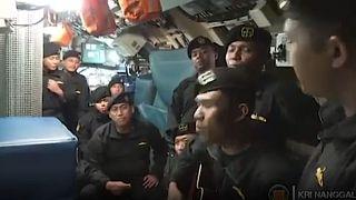 صورة مجتزأة من الفيديو الذي نشرته وزارة الدفاع الإندونيسية