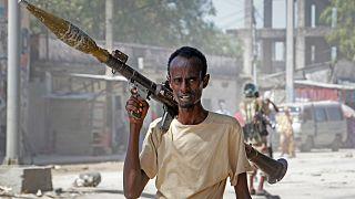 جندي مؤيد للمعارضة في العاصمة مقديشو