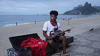 COVID-19: Οι Βραζιλιάνοι ξανά στις παραλίες