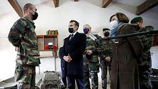 Macron'a 'uyarı' mektubuna imza atan askerlere ceza geliyor