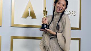 A kínai állami média cenzúrázta és elhallgatta Chloé Zhao győzelmét