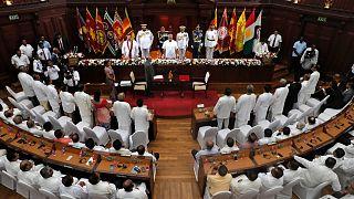 الرئيس السريلانكي غوتابايا راجاباكسا، خلال حفل أداء اليمين لأعضاء حكومته الجدد في كولومبو، سريلانكا.