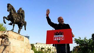سخنرانی نخستوزیر آلبانی در جمع هوادارانش