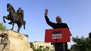 يستعد رئيس وزراء ألبانيا إيدي راما للاحتفال بولاية ثالثة