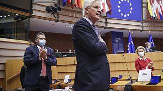 """Европарламент одобрил сделку по """"брекситу"""""""