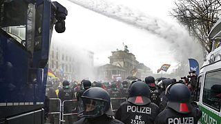 Αρνητές της πανδημίας στη Γερμανία - Τι κάνει η κυβέρνηση
