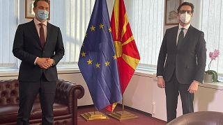 Presidente da Macedónia do Norte (dir.)