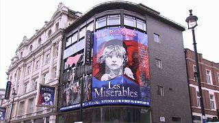 Βρετανία: Ανοίγουν σταδιακά τα θέατρα