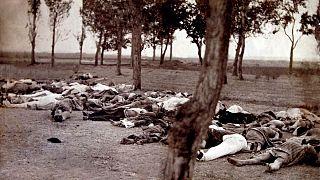 اجساد قربانیان نسلکشی ارامنه در ۲۵ کیلومتری ایروان، پایتخت ارمنستان؛ ۱۹۱۵