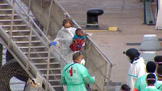 Children and women getting off the ship