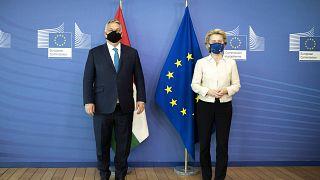 Orbán Viktor magyar miniszterelnök és Ursula von der Leyen bizottsági elnök Brüsszelben 2021. április  23-án