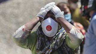 قريبة شخص توفي بعد إصابته بكوفيد-19 في الهند