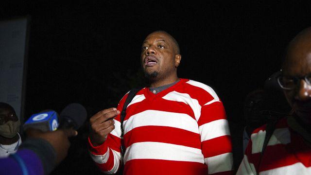 Zimbabwe : poursuites en partie abandonnées contre Hopewell Chin'ono