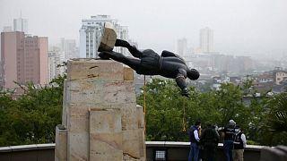 Derriban en Colombia una estatua del conquistador Sebastián de Belalcázar