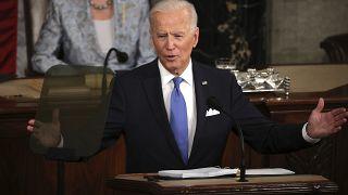 Biden defiende su plan de recuperación para las familias en el discurso de los cien días de mandato