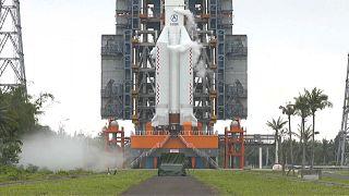 محطة الفضاء في  وينتشانغ في جيزرة هاينان جنوب الصين حيث تم إطلاق صاروخ إلى الفضاء