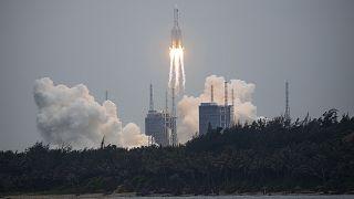 China lanza el primer módulo de la nueva estación espacial