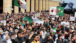 جانب من المسيرة الأسبوعية في حراك الجزائر المطالبة بالعدالة الاجتماعية وضد الفساد الحكومي. الجمعة 26/03/2021