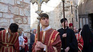 خلال مراسيم غسل الأرجل من أمام كنيسة القيامة، القدس