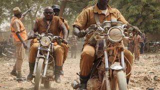 """Burkina Faso : à la rencontre des """"invicibles"""" chasseurs Dozos"""