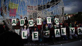 تجمع زنان حامی حق سقط جنین در اکوادور