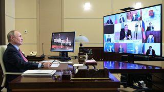 Владимир Путин проводит встречу с французскими бизнесменами