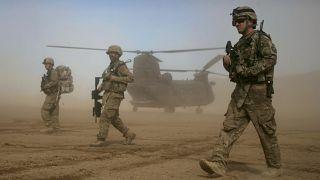 دورية لقوة المساعدة الأمنية الدولية بقيادة حلف شمال الأطلسي غرب كابول ، أفغانستان.