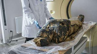 Polonya'da bulunan antik Mısır'a ait hamile mumya