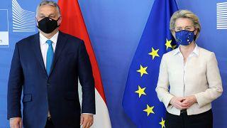 Orbán Viktor és Ursula von der Leyen Brüsszelben - döcögve készül a magyar terv