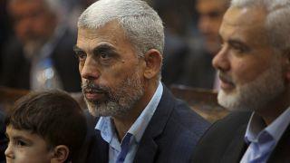 يحيى السنوار رئيس المكتب السياسي للحركة في غزة، وإسماعيل هنية (رئيس المكتب السابق)