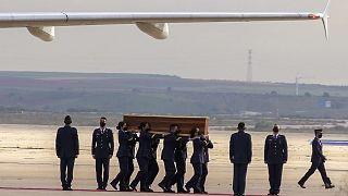 Les cercueils des trois Européens tués au Burkina sont arrivés en Espagne le 30/04/2021.