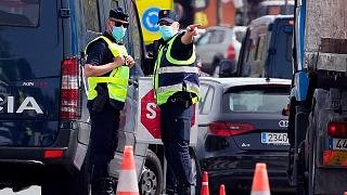 شرطيان إسبانيان