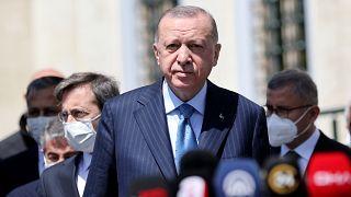 Türkiye Cumhurbaşkanı Recep Tayyip Erdoğan, aşı tedarikinde yaşanan sorunlar hakkında değerlendirmelerde bulundu.