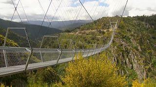 Dünyanın en uzun asma yaya köprüsü Portekiz'de açıldı