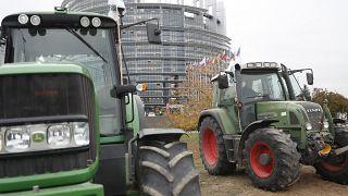 الجرارات خارج البرلمان الأوروبي