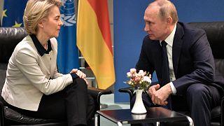 الرئيس الروسي فلاديمير بوتين ورئيسة المفوضية الأوروبية أورسولا فون دير لاين.