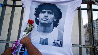 ادای احترام هواداران دیگو مارادونا به او پس از مرگش