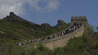 Die chinesische Mauer mit zahlreichen Menschen