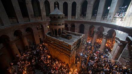 Christian Orthodox take part in Holy Fire ceremony