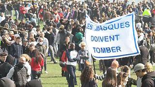 Rassemblement interdit dispersé par la police