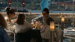 Menschen in Gaststätte in Portugal