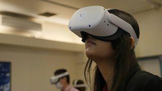 شركة بريطانية ناشئة  تطور تقنية الواقع الافتراضي (VR) حتى يتمكن الأطباء المتدربون من التعلم وتدريب مهاراتهم.
